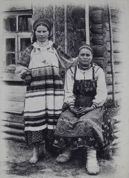 Farm Worker「Types De Russie [24]. Two Russian Peasant Women In National Costume. Abut 1900. Photographic Postcard (Phototypie Scherer, Nabholz & Co. / Moscou).」:写真・画像(17)[壁紙.com]