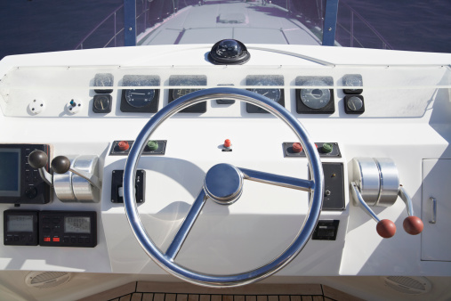 Direction「Italy, Sardinia, Steering wheel of luxury yacht」:スマホ壁紙(15)