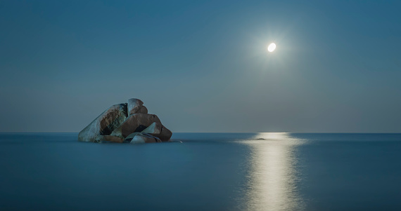 月「Italy, Sardinia, Tortoli, Cea beach, rock in the Mediterranean Sea at night」:スマホ壁紙(6)