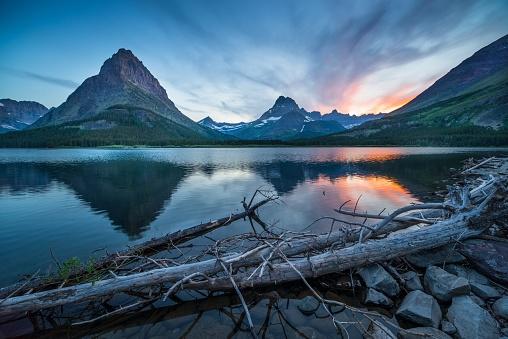 US Glacier National Park「Swiftcurrent Lake at Dawn」:スマホ壁紙(19)