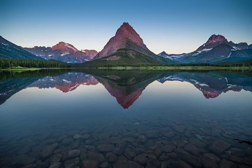 US Glacier National Park「Swiftcurrent Lake at Dawn」:スマホ壁紙(17)