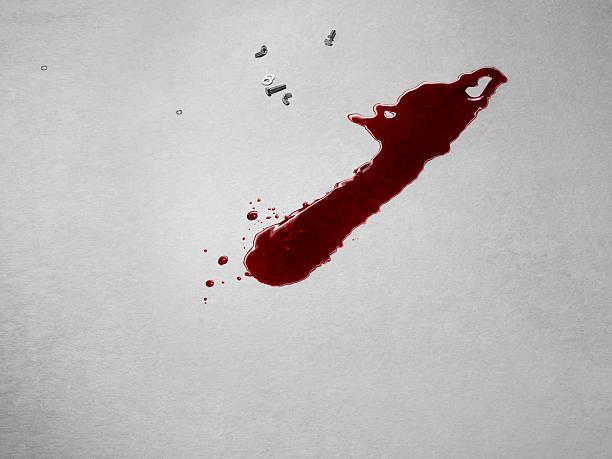 Chainsaw shaped blood stain on concrete grey floor:スマホ壁紙(壁紙.com)