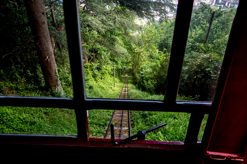Cable Car「Looking out window as funicular goes up steep hill」:スマホ壁紙(12)
