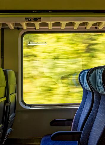 Train Interior「Looking out train window」:スマホ壁紙(9)