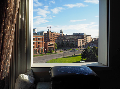 Weekend Activities「Looking out of window on Denver Lower Downtown district (LoDo)」:スマホ壁紙(1)