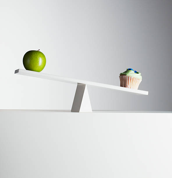 Cupcake tipping seesaw with green apple on opposite end:スマホ壁紙(壁紙.com)