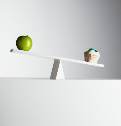 Unhealthy Eating「Cupcake tipping seesaw with green apple on opposite end」:スマホ壁紙(0)