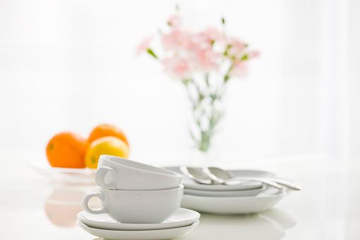 カーネーション「Stack of tea cups placed on table」:スマホ壁紙(8)