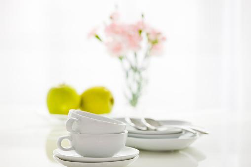 カーネーション「Stack of tea cups placed on table」:スマホ壁紙(14)