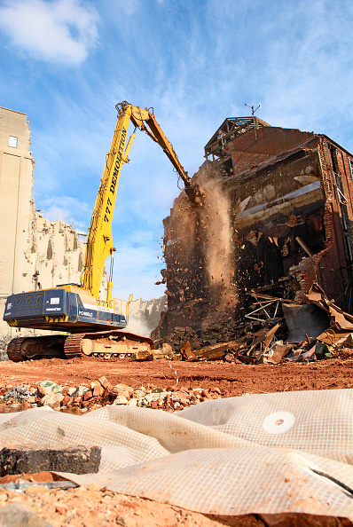 Recycling「Factory under demolition for a new property development scheme in Ipswich UK.」:写真・画像(5)[壁紙.com]