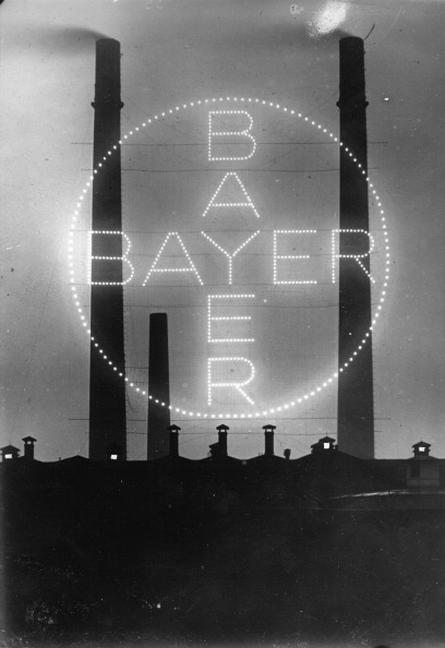 Light Bulb「The lightened advertise of Bayer- it was the biggest in the world」:写真・画像(14)[壁紙.com]