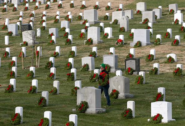 Arlington - Virginia「Arlington National Cemetery Lays Wreaths Ahead For Holiday Season」:写真・画像(11)[壁紙.com]