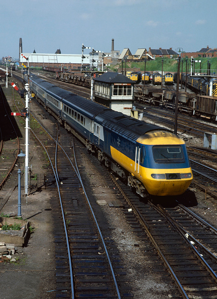 Passenger Train「Leicester North. No.43.072 heads north out of Leicester with the 12.10 ex St Pancras for Nottingham.」:写真・画像(13)[壁紙.com]