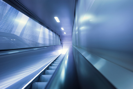 Focus On Background「Outdoor moving walkway at business district」:スマホ壁紙(3)