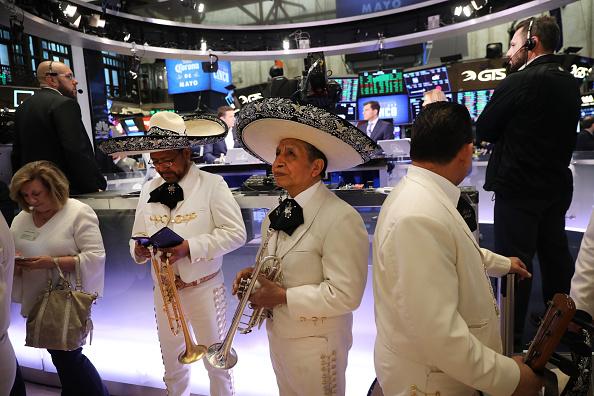 Lower Manhattan「Stocks Rise On April Jobs Report」:写真・画像(11)[壁紙.com]