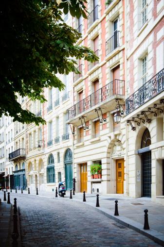 France「Place Dauphine on Île de la Cité in Paris, France」:スマホ壁紙(3)