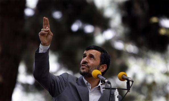 Kabul「AFG: Iranian President Mahmoud Ahmadinejad Meets Karzai in Kabul」:写真・画像(14)[壁紙.com]