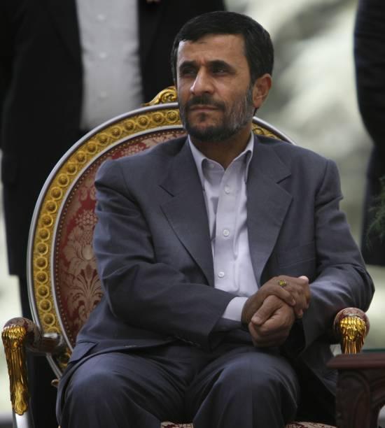 AFG: Iranian President Mahmoud Ahmadinejad Meets Karzai in Kabul:ニュース(壁紙.com)