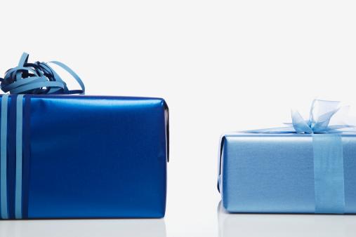二つ「Two blue gifts side by side, studio shot」:スマホ壁紙(5)