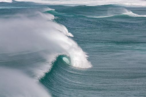 波「Surf at Praia da Bordeira in the Algarve」:スマホ壁紙(15)