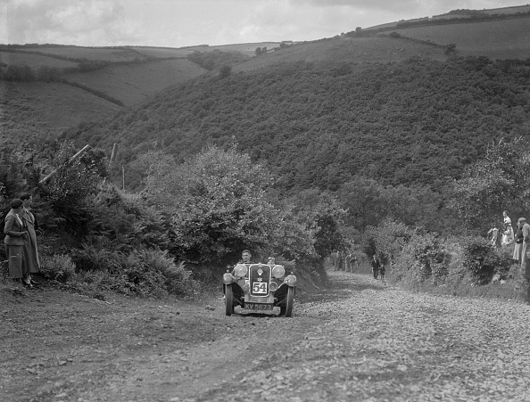Country Road「Singer 2-seater competing in the Mid Surrey AC Barnstaple Trial, Beggars Roost, Devon, 1934」:写真・画像(3)[壁紙.com]