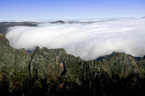 Pico Do Arieiro「Scenery with Pico do Arieiro mountain peak and clouds」:スマホ壁紙(15)