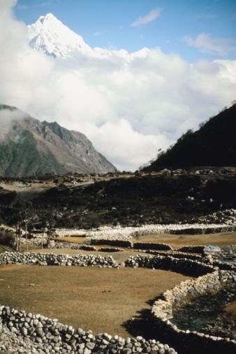 Khumbu「Scenery with stone barriers」:スマホ壁紙(4)