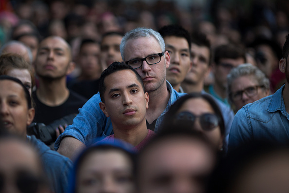 Shooing「Nation Mourns Victims Of Worst Mass Shooting In U.S. History」:写真・画像(18)[壁紙.com]