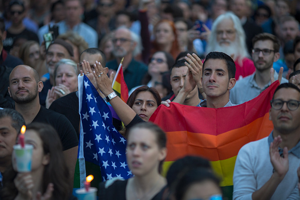 Shooing「Nation Mourns Victims Of Worst Mass Shooting In U.S. History」:写真・画像(11)[壁紙.com]