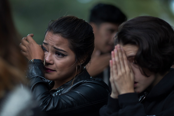 Shooing「Nation Mourns Victims Of Worst Mass Shooting In U.S. History」:写真・画像(2)[壁紙.com]