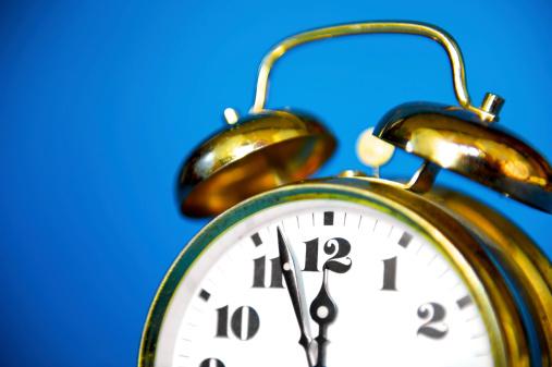 Midday「Vintage Alarm Clock」:スマホ壁紙(11)