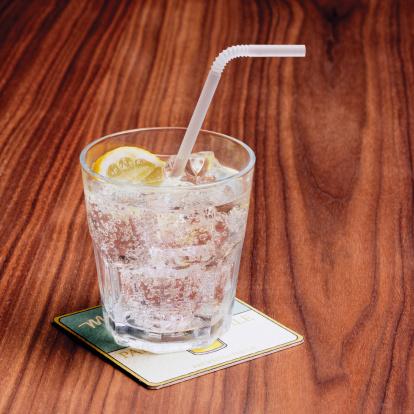 Gin「Gin and tonic on bar table」:スマホ壁紙(14)