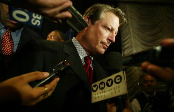 2000「Gore Attends McCall Fundraiser」:写真・画像(9)[壁紙.com]