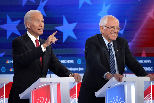 Smiling「Democratic Presidential Candidates Participate In Debate In Atlanta, Georgia」:写真・画像(18)[壁紙.com]