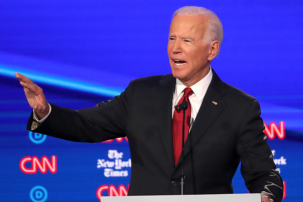 Debate「Democratic Presidential Candidates Participate In Fourth Debate In Ohio」:写真・画像(19)[壁紙.com]