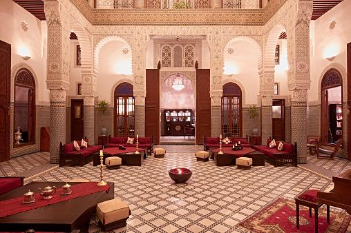 Fez - Morocco「Morocco, Fes, Hotel Riad Fes, lighted entrance hall」:スマホ壁紙(8)