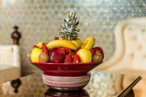 Kiwi「Morocco, Fes, Hotel Riad Fes, bowl with fruits in a hotel room」:スマホ壁紙(4)