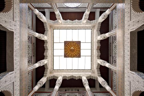 Luxury Hotel「Morocco, Fes, skylight at entrance hall of Hotel Riad Fes」:スマホ壁紙(15)