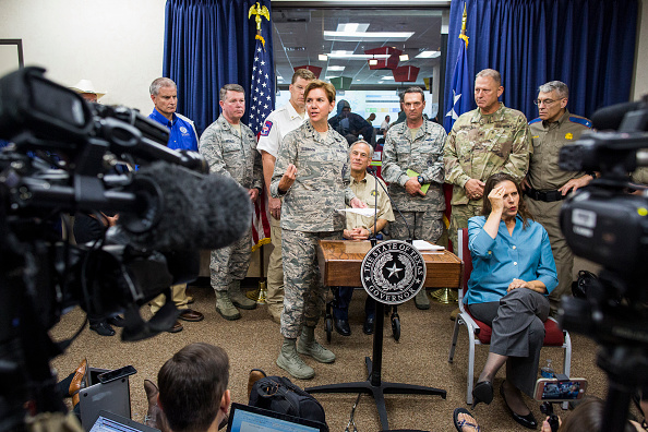 Anthony Harvey「Texas Governor Abbott Holds News Conference To Update On Hurricane Harvey」:写真・画像(4)[壁紙.com]