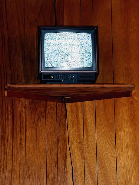 Portable TV and Wood Paneling:スマホ壁紙(壁紙.com)