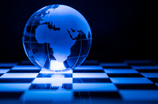 チェス「Globe on chess board」:スマホ壁紙(15)