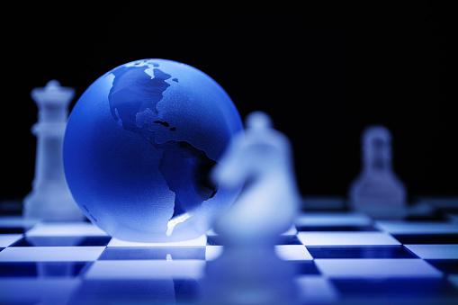 チェス「Globe on chess board」:スマホ壁紙(5)