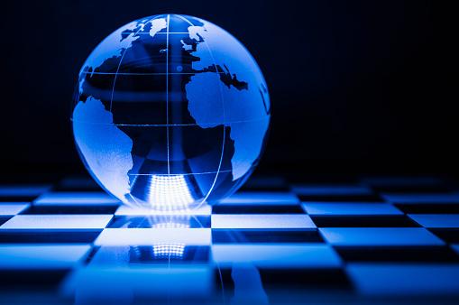 チェス「Globe on chess board」:スマホ壁紙(18)