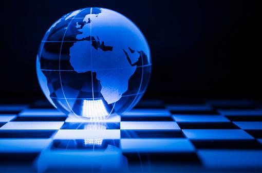 チェス「Globe on chess board」:スマホ壁紙(19)