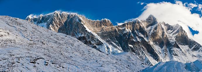 Island Peak「Lhotse Nuptse massif dramatic rocky pinnacles mountain peaks Himalayas Nepal」:スマホ壁紙(2)