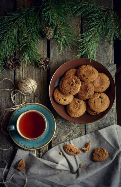 Cookies and tea on wooden table with pine cones:スマホ壁紙(壁紙.com)