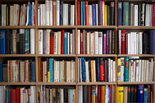 Order「Various books on shelves, full frame」:スマホ壁紙(4)