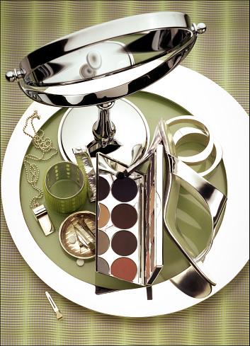 ファッション・コスメ「Silver fashion accessories and makeup products」:スマホ壁紙(0)