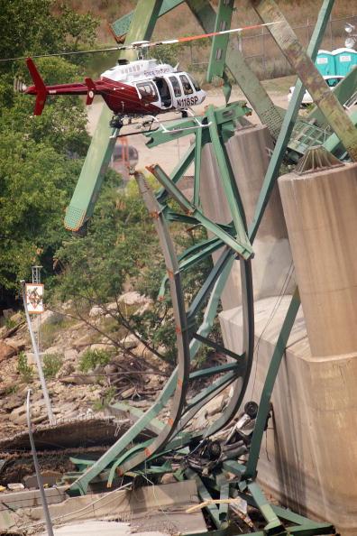 Bridge - Built Structure「Major Freeway Bridge Collapses In Minneapolis During Rush Hour」:写真・画像(6)[壁紙.com]