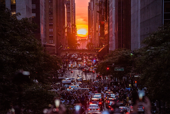 Bestpix「S.Pellegrino Hosts First-Of-Its-Kind Manhattanhenge Viewing Celebration High Above The Streets Of New York」:写真・画像(5)[壁紙.com]